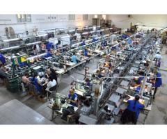Angajam muncitori in productie