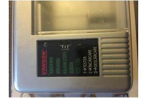 Încărcător pentru baterii universale și acumulatori, nou, sigilat